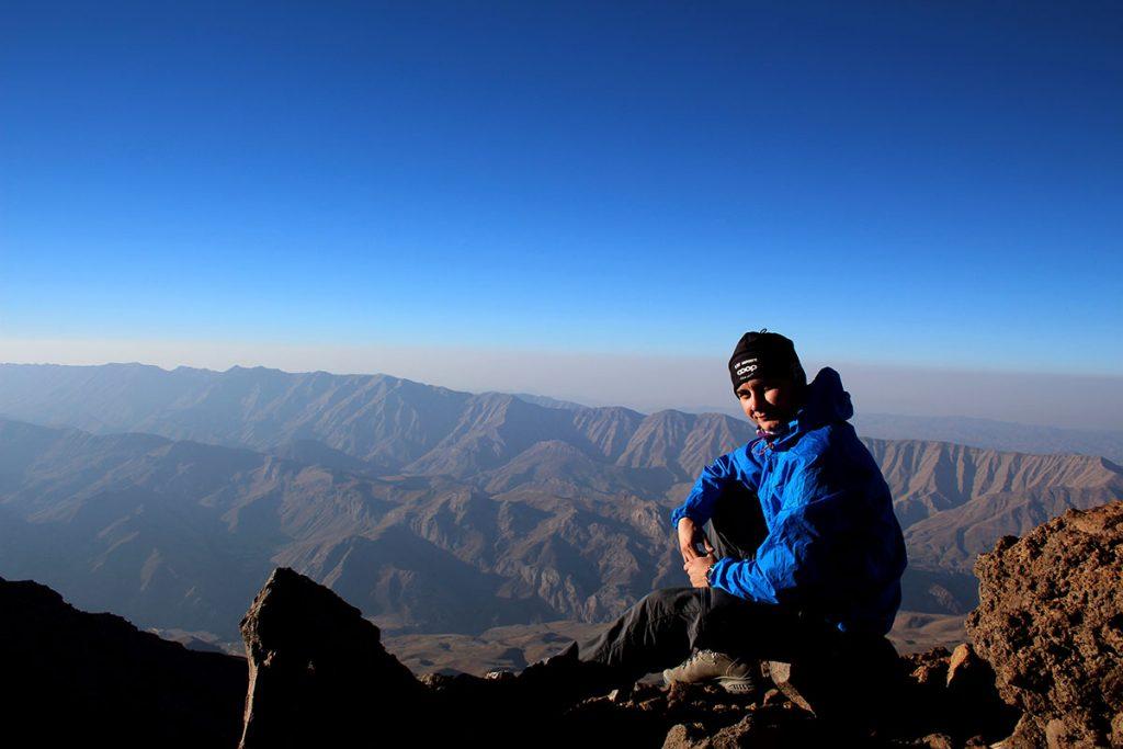 Krótki odpoczynek w drodze na szczyt Damavand
