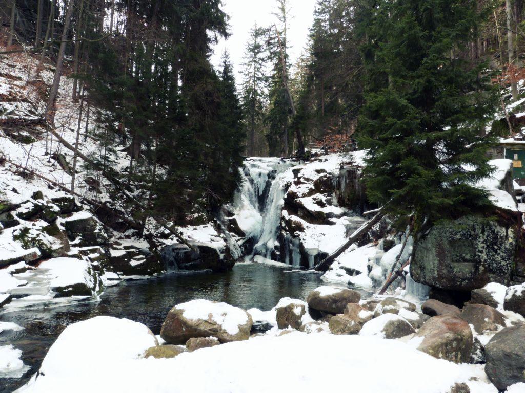 wodospad szklarki w zimie