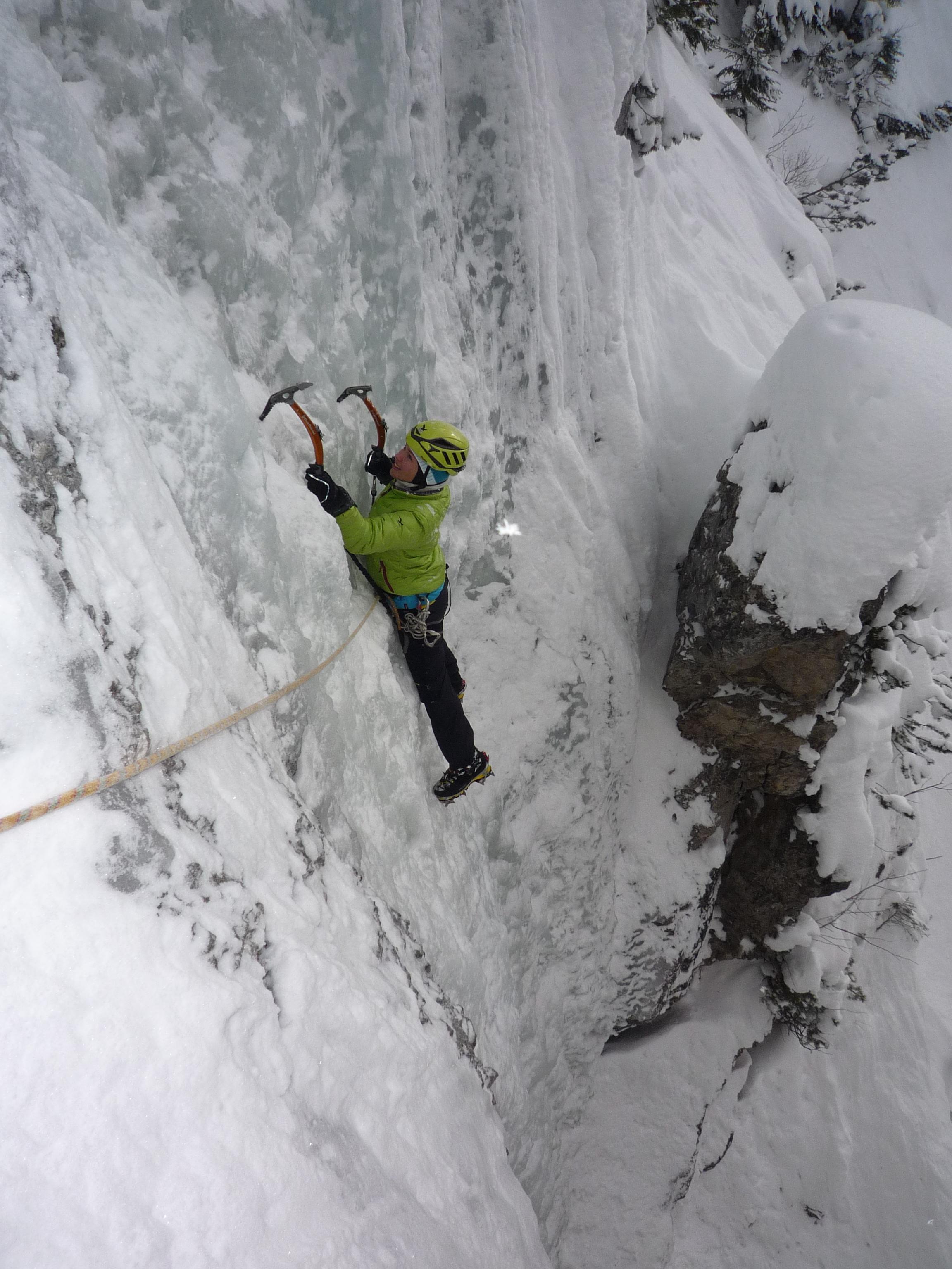 Kinga Baranowska podczas wspinaczki lodowej
