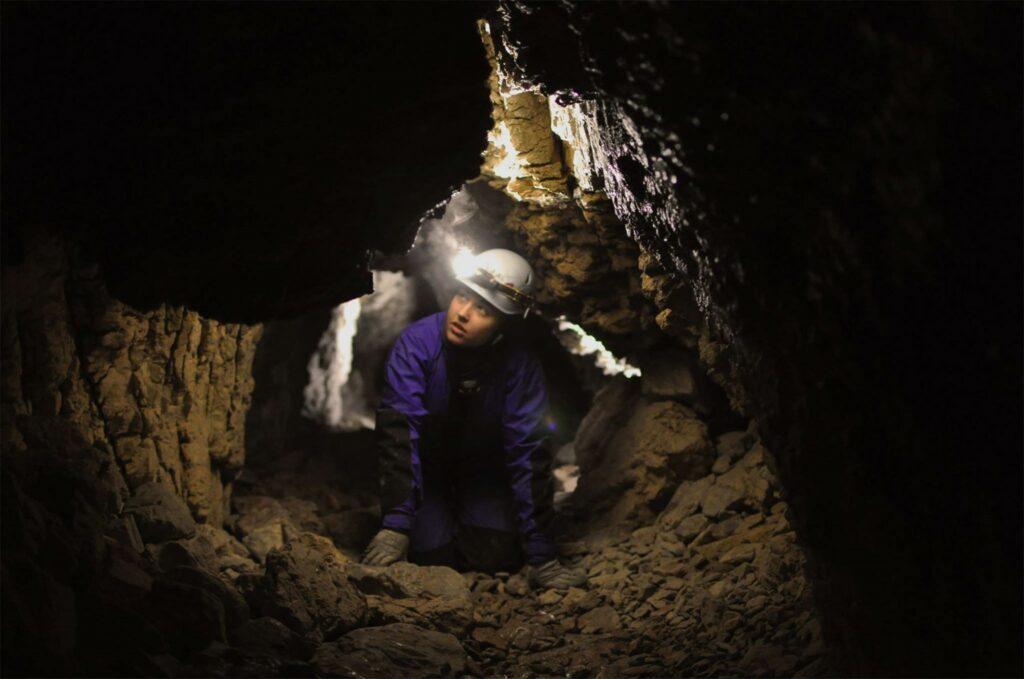 Eksploracja jaskiń fot Mateusz Malinowski