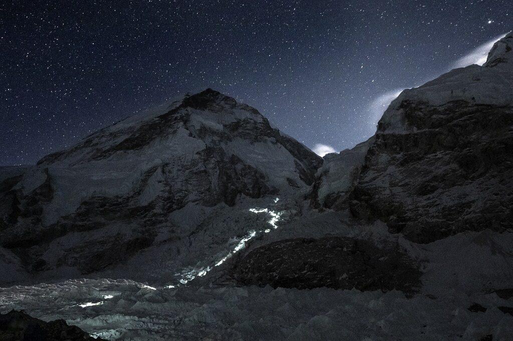 Everest nocne wyjście z bazy