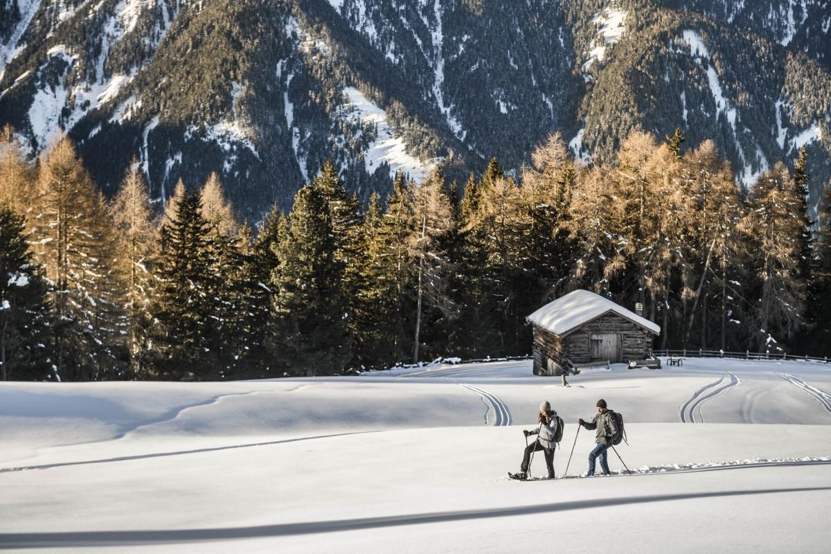 Rakiety śnieżne, śnieg, góry, turysta