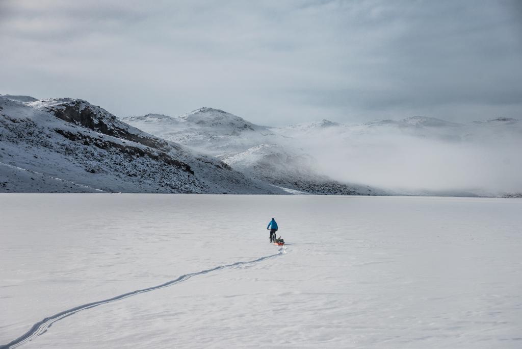 Jakub Rybicki podczas zimowej wyprawy na Bajkał.
