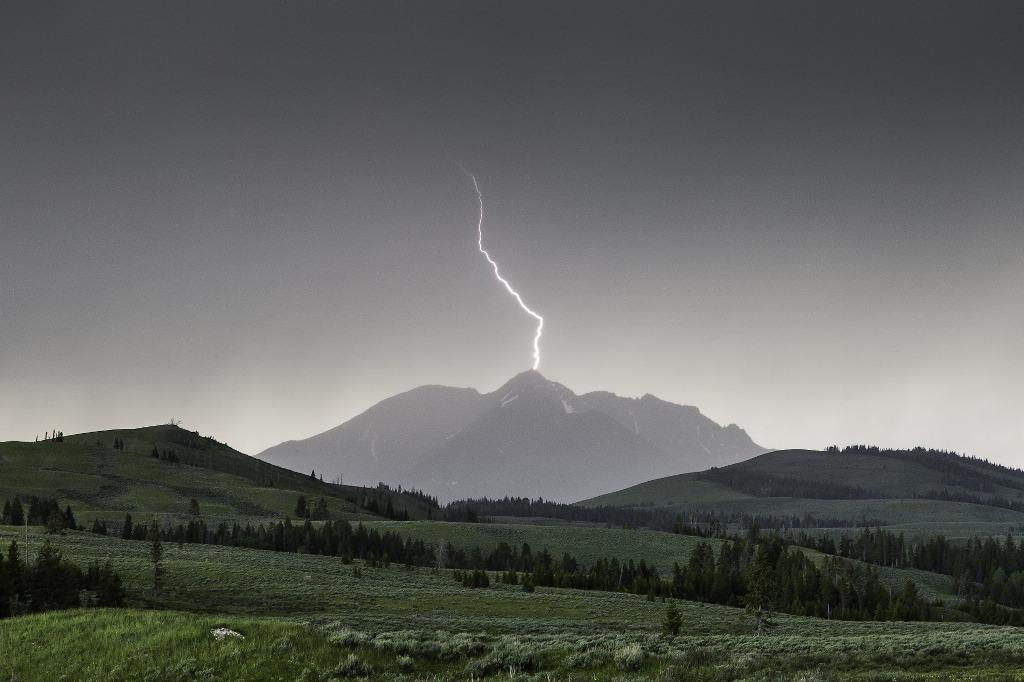 Burze w górach - błyskawica