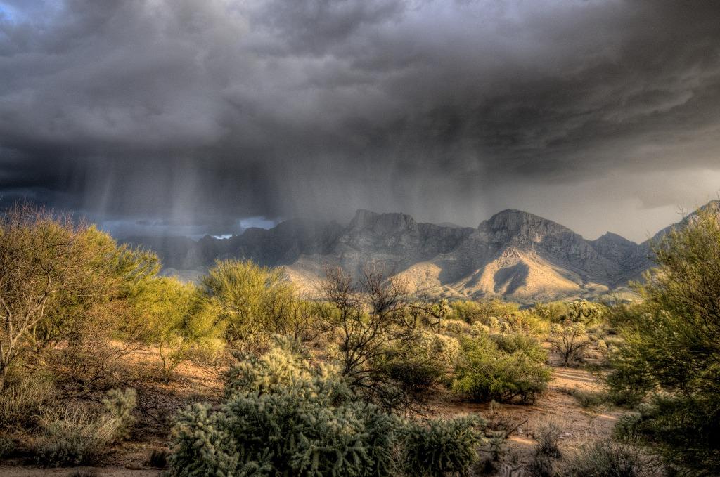 Deszcz i burza w górach