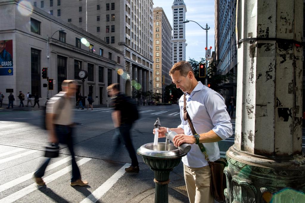 Butelka na wodę LifeStraw w mieście