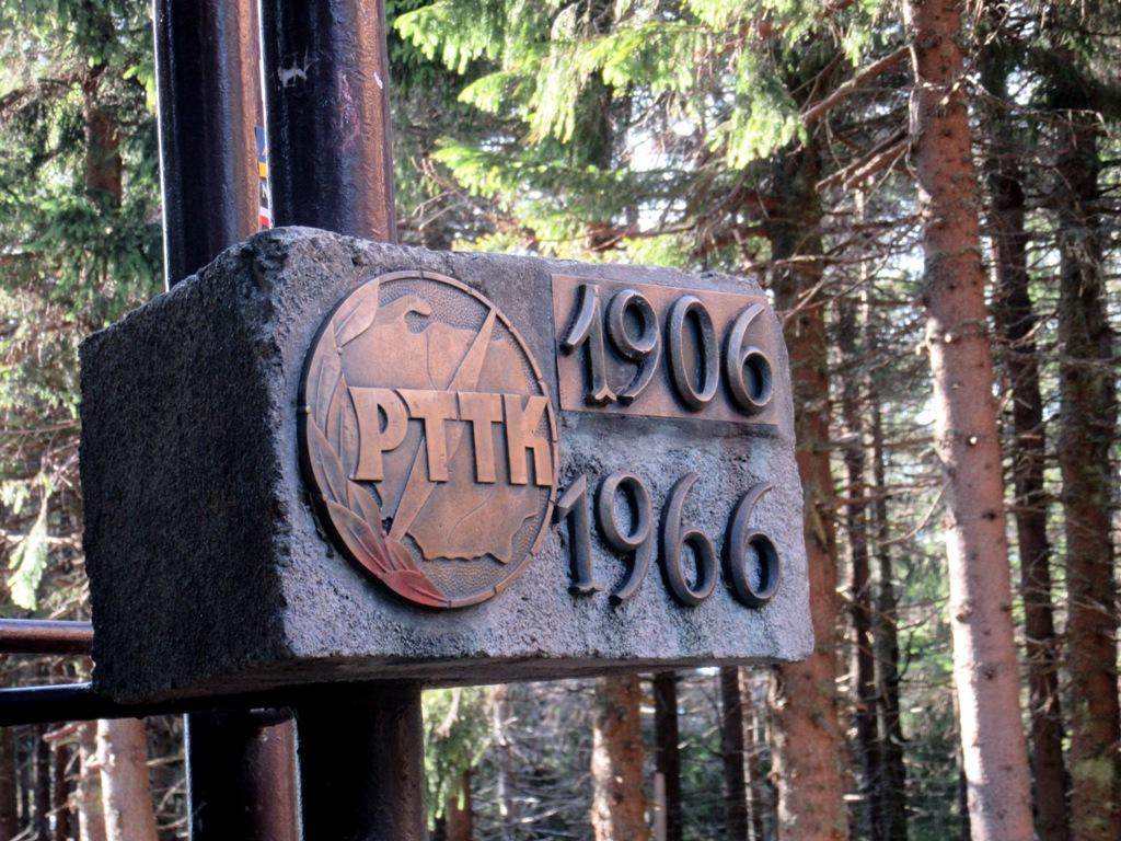 Radziejowa - pomnik na szczycie