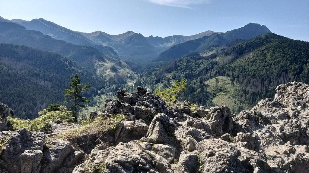 Widok z Nosala w kierunku gór od Giewontu do Kasprowego Wierchu
