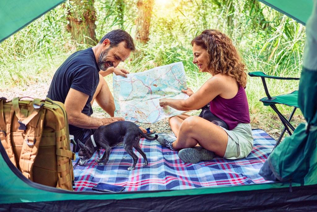 Para pod namiotem