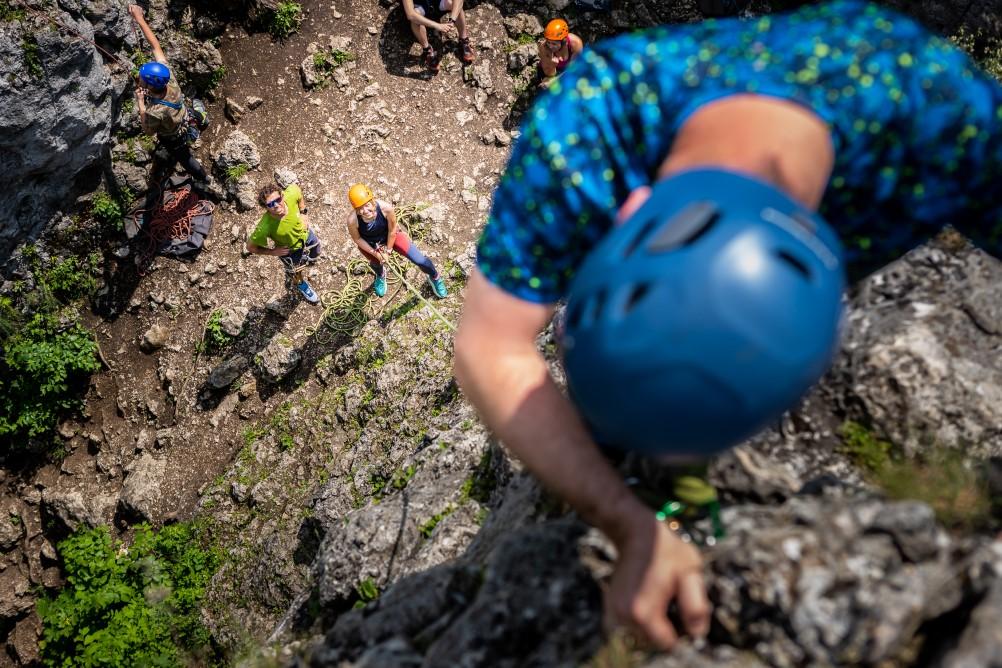 wspinacze na kursie mountain climbing school